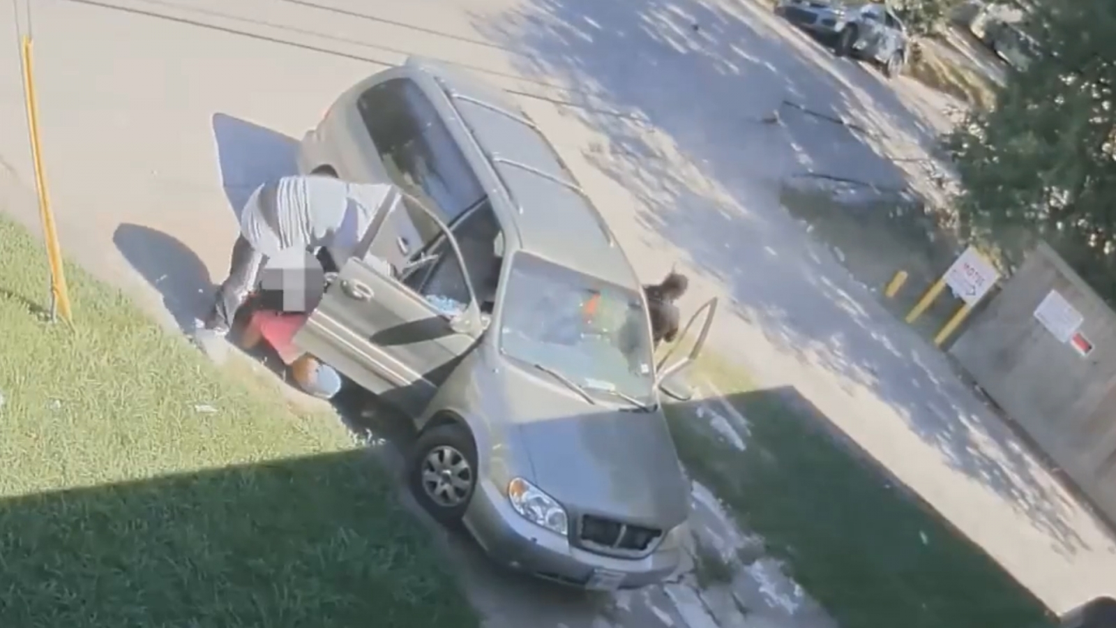 armed-carjackers-pull-woman-and-baby-out-of-houston-car