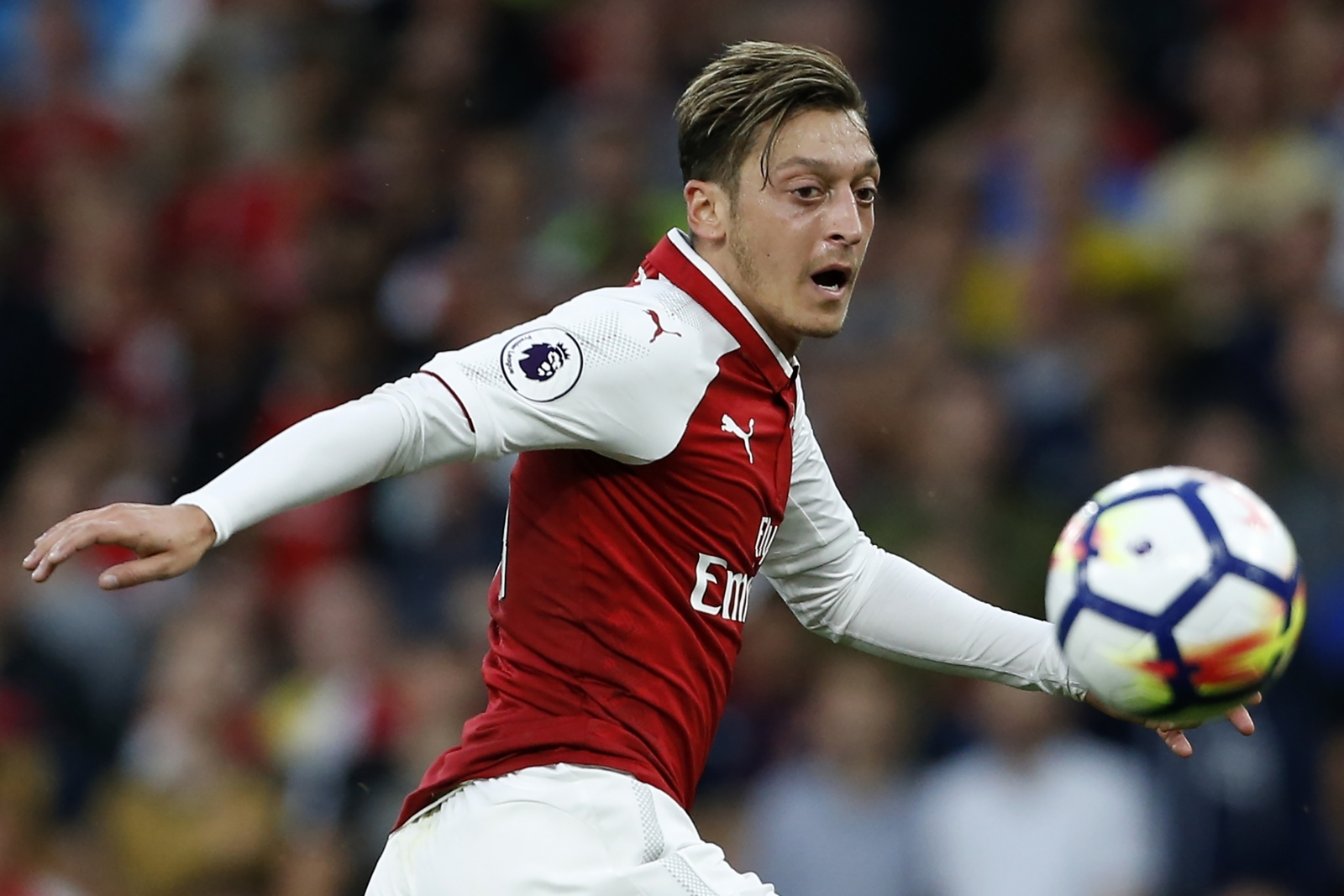 Arsene Wenger Comments on Rumor of Mesut Oezil Leaving the Gunners