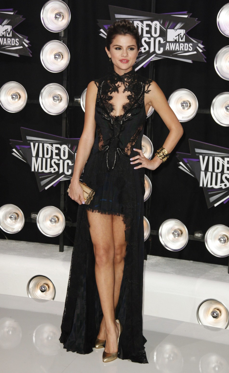 Selena Gomez Named Host For Ema S And Compete S With