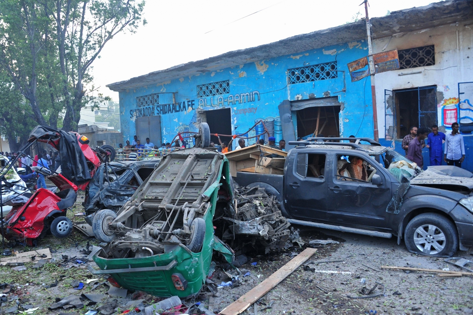 al shabab claims suicide car bomb and assault on mogadishu hotel that has left 23 dead. Black Bedroom Furniture Sets. Home Design Ideas