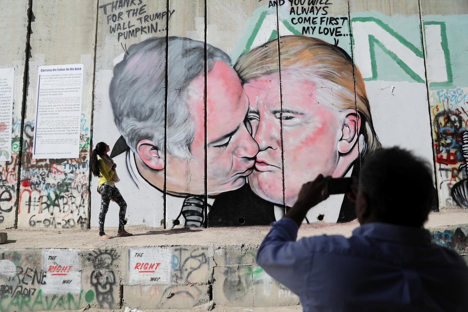 Donald Trump and Benjamin Netanyahu mural