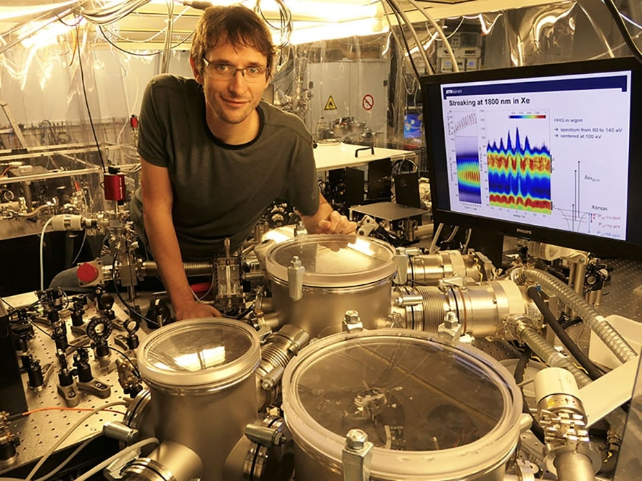 Shortest laser pulse to track electrons