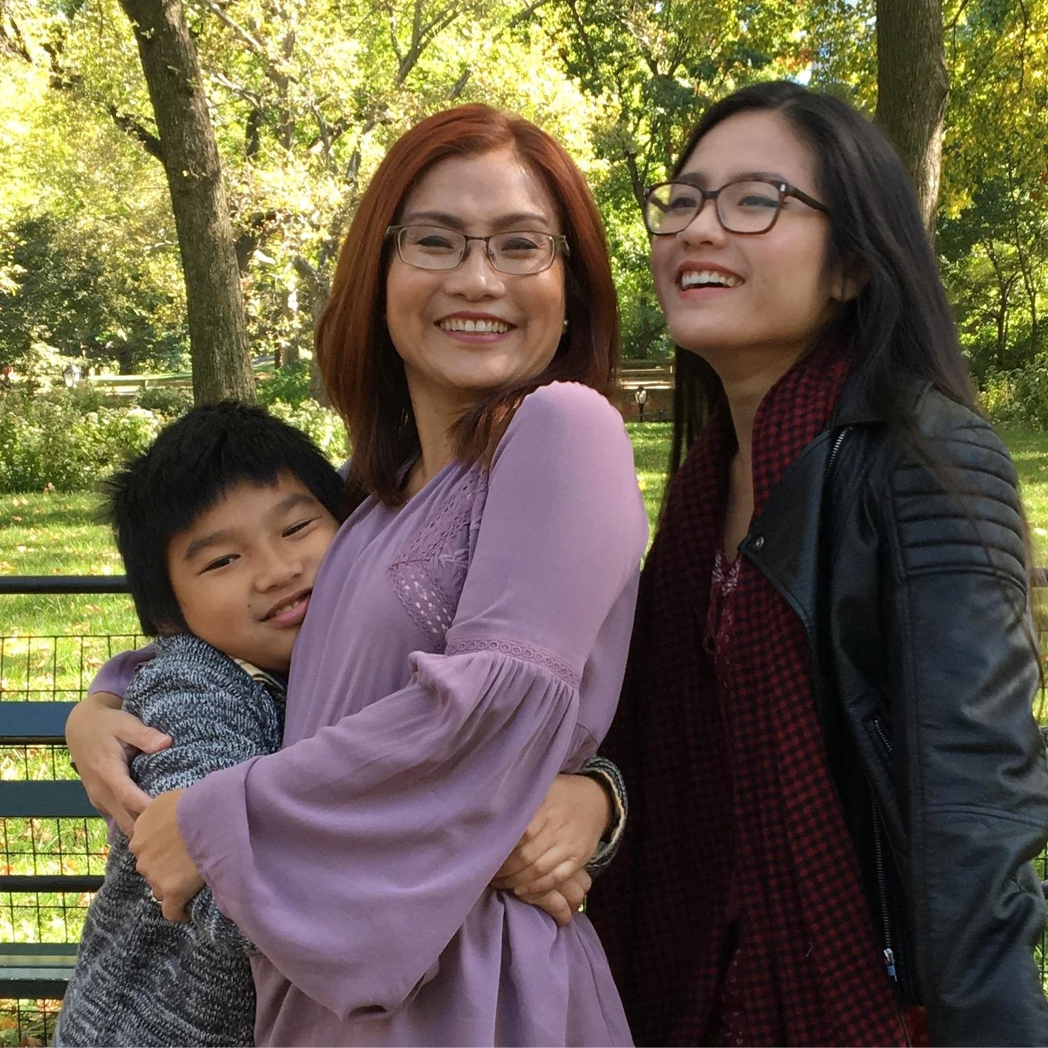 Shandra Woworuntu and her children
