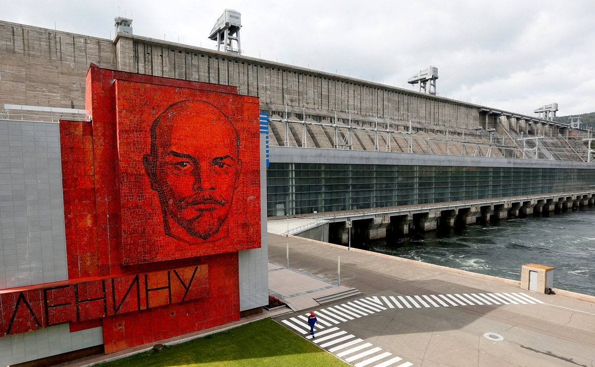 Russian Revolution Lenin monuments