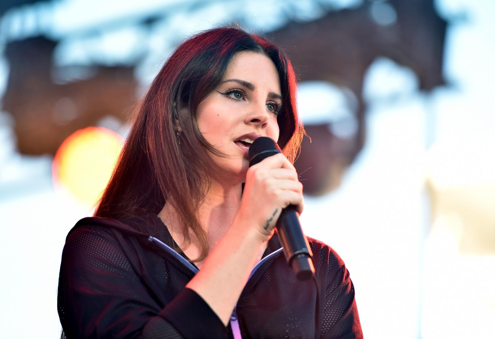 Lana del Rey performing