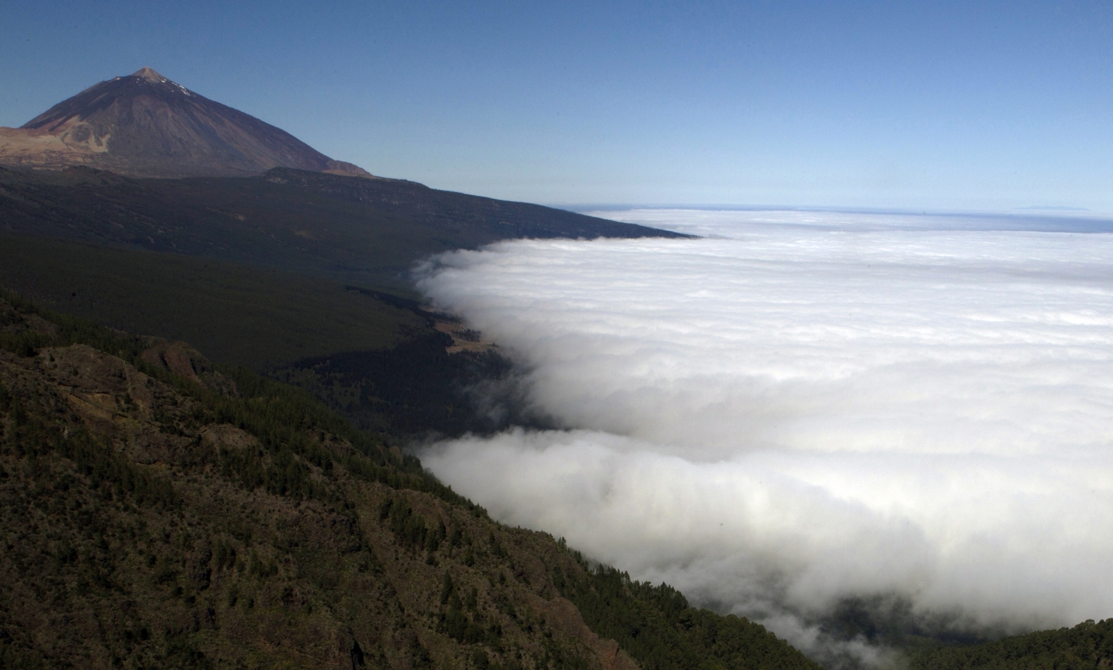 Clouds surround the Mount Teide volcano on Tenerife, Spain's Canary Islands June 9, 2011