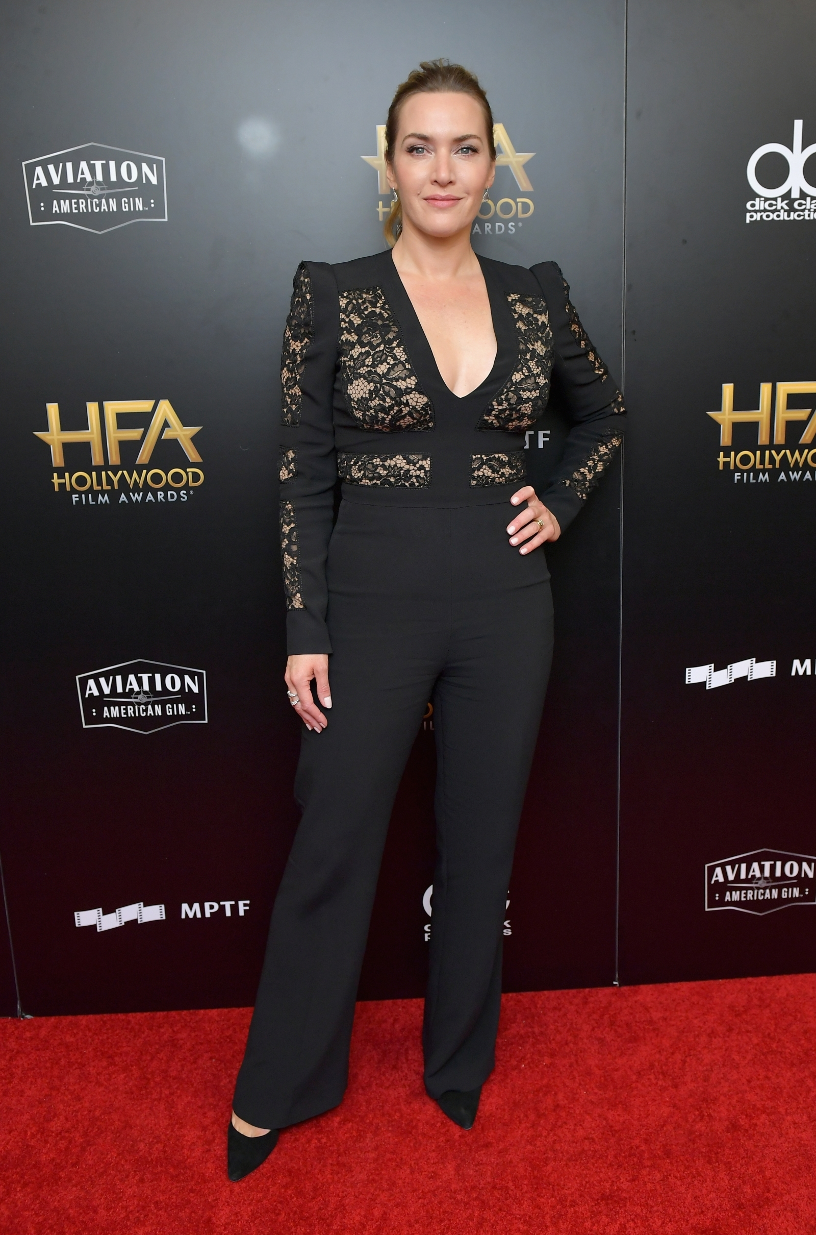 Resultado de imagem para hollywood film awards 2017 red carpet kate winslet