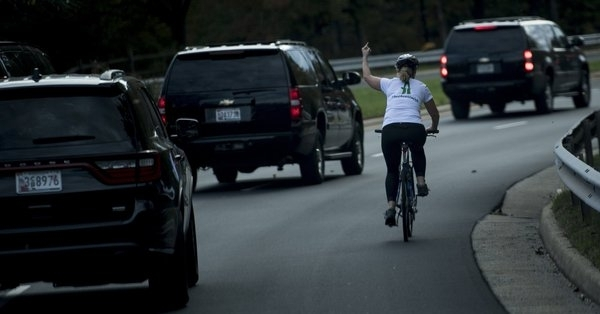 Woman flips the bird at President Trump