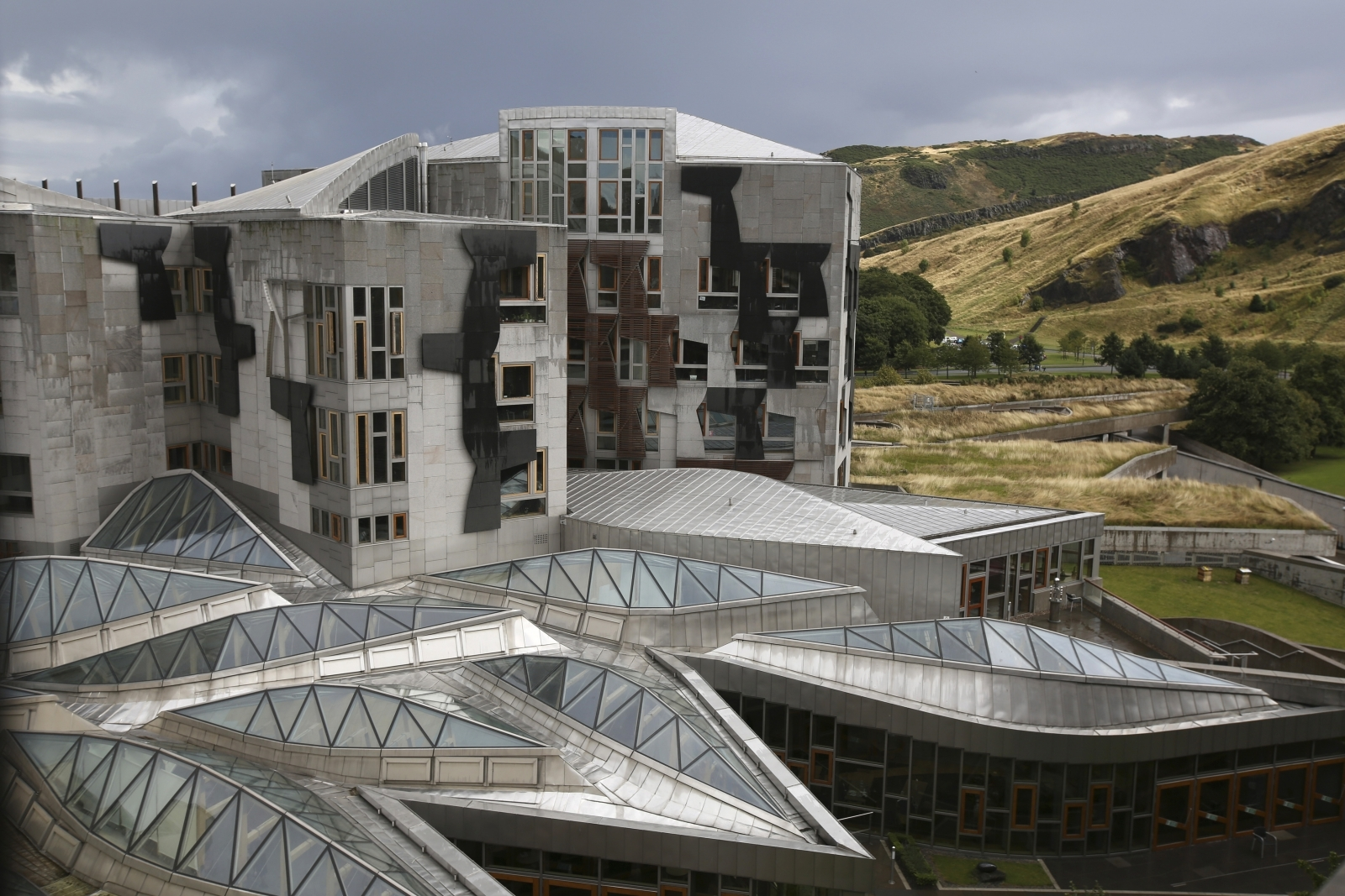 Police at Scottish parliament after suspect package found