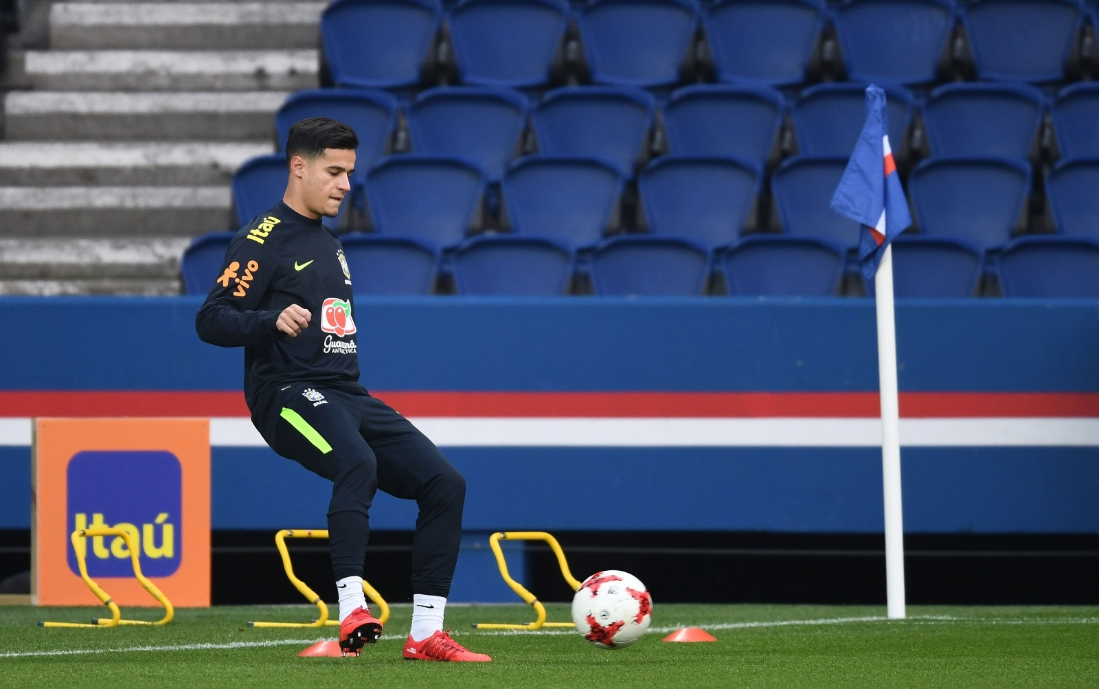 'Happy' Philippe Coutinho plays down talk of switch from Liverpool to Barcelona