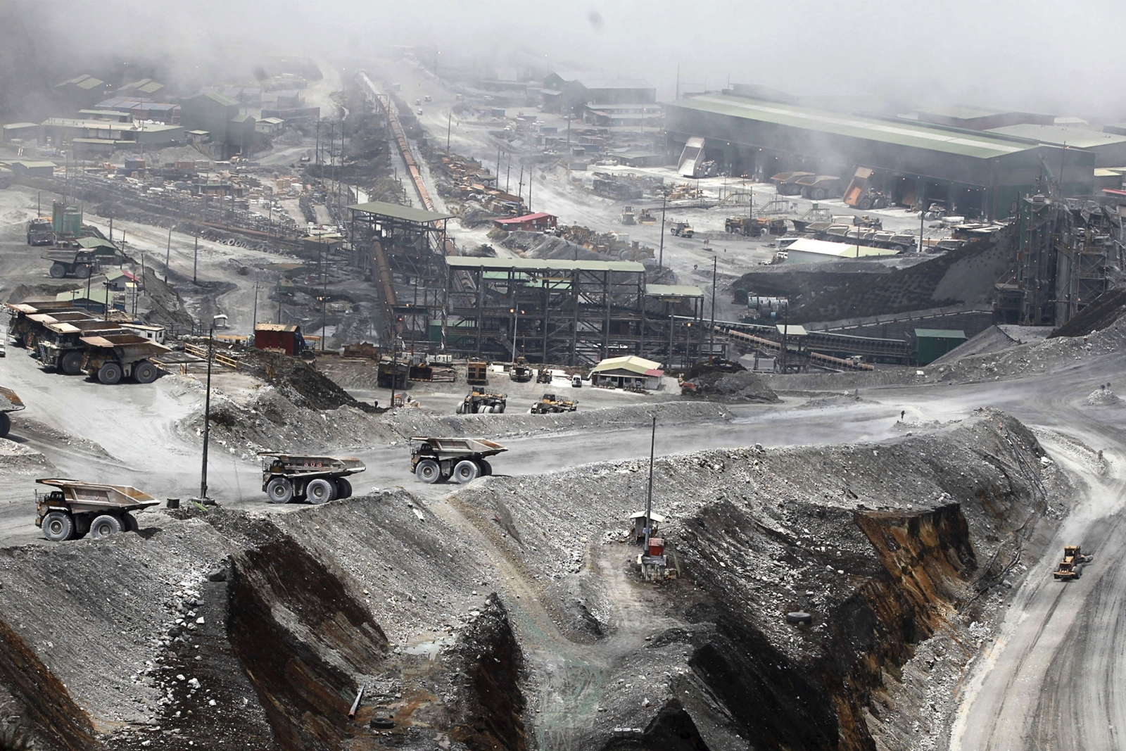 Indonesia mine siege