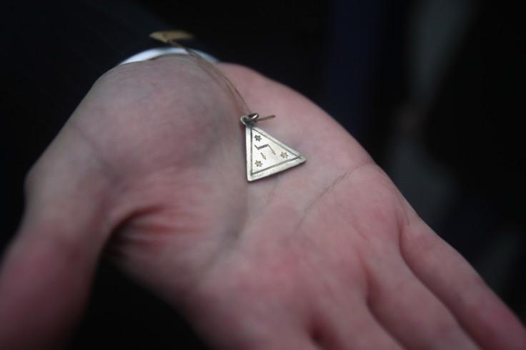 Karolina Cohn amulet