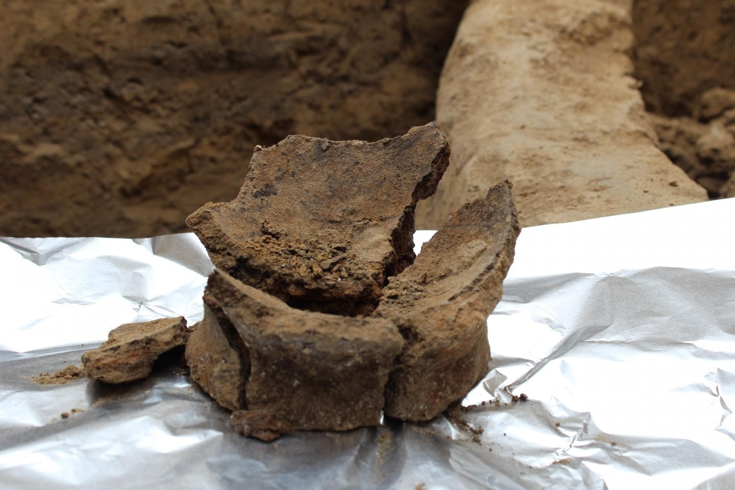 Base of Neolithic jar uncovered in Georgia