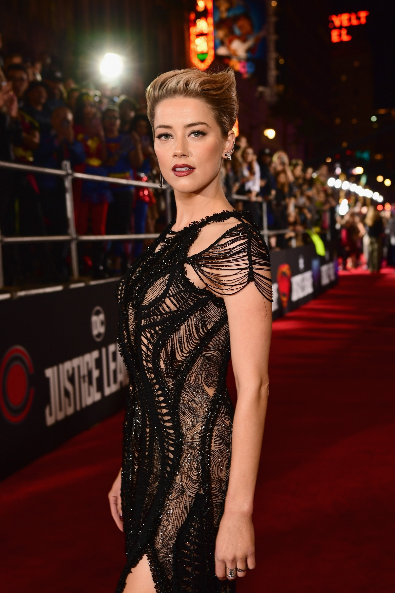 Gal Gadot And Amber Heard Up Glam Quotient In Risqu 233 Slits