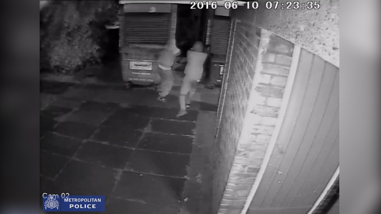 cctv-footage-of-attempted-murder-suspects-wielding-semi-automatic-weapons