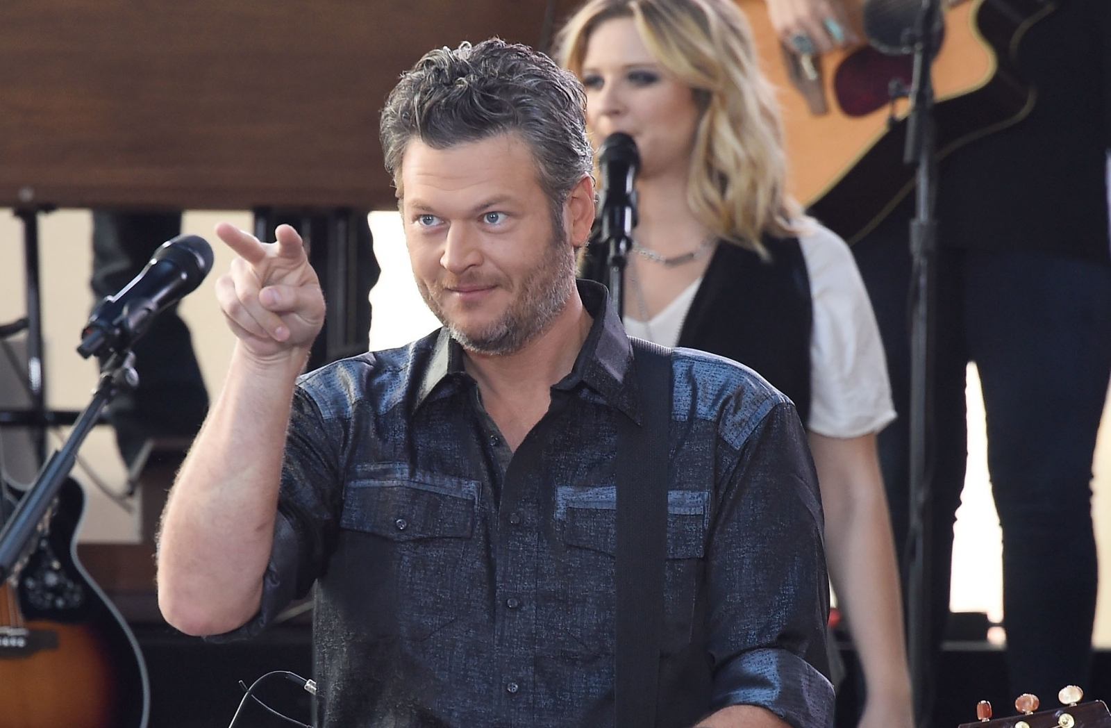 Twitter hilariously roasts the 'Sexiest Man Alive' Blake Shelton