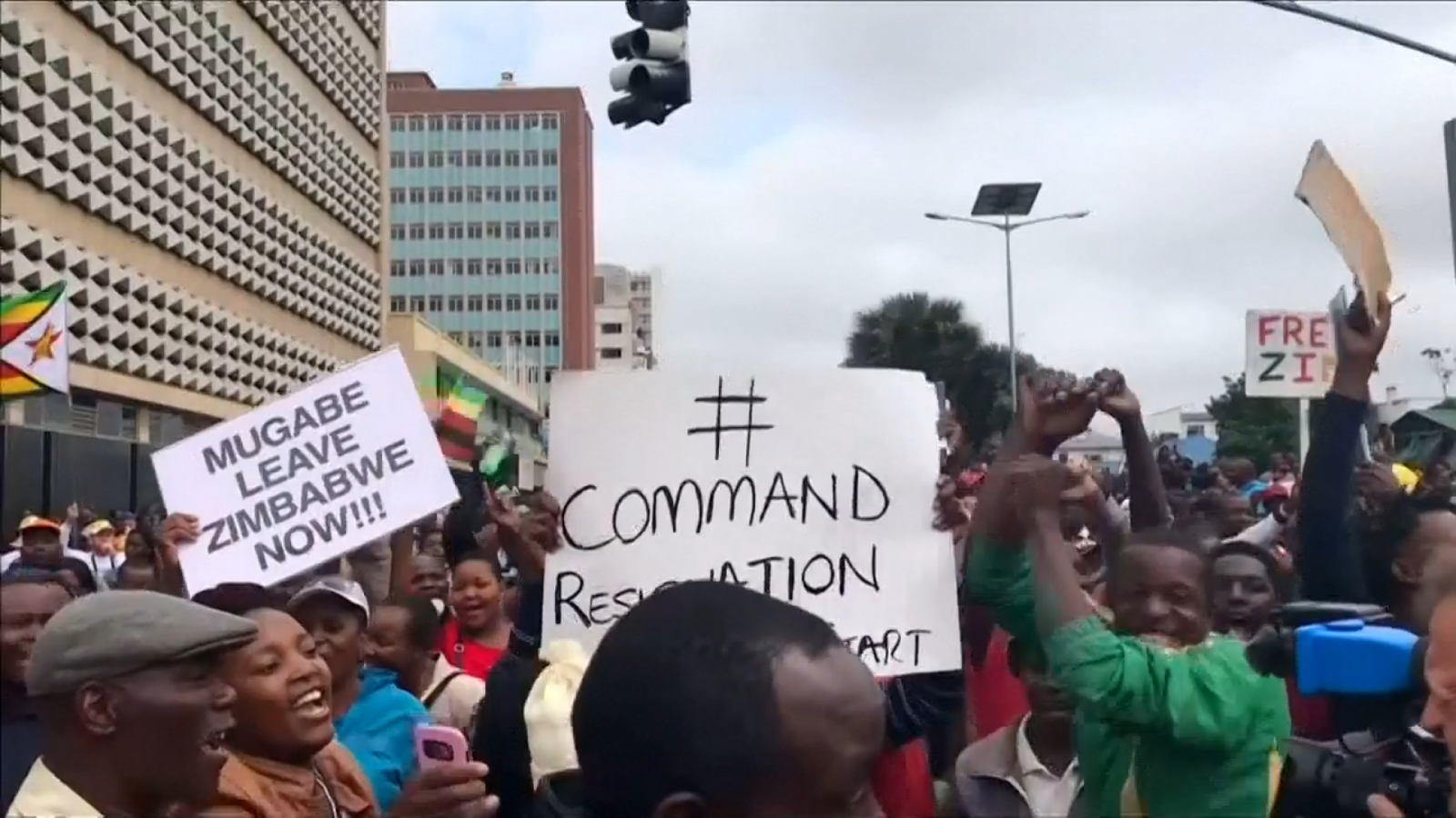 'Mugabe must go!' – Zimbabweans on streets of Harare to support military takeover of presidency