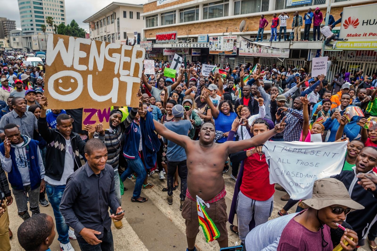 zimbabwe robert mugabe wenger out protest