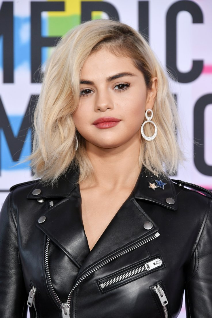 Where is Justin Bieber? Selena Gomez appears solo on