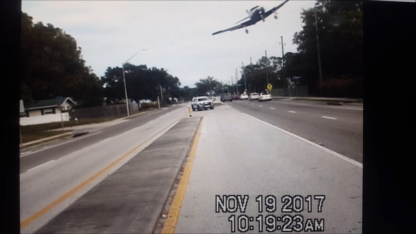 dashcam-footage-shows-small-plane-clipping-a-tree-and-crashing-onto-a-florida-highway