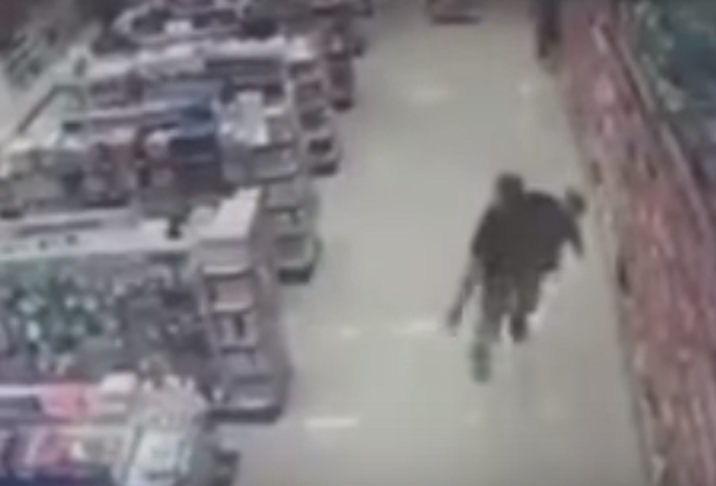 Brazilian off-duty cop vanquishes armed robbers while holding infant son