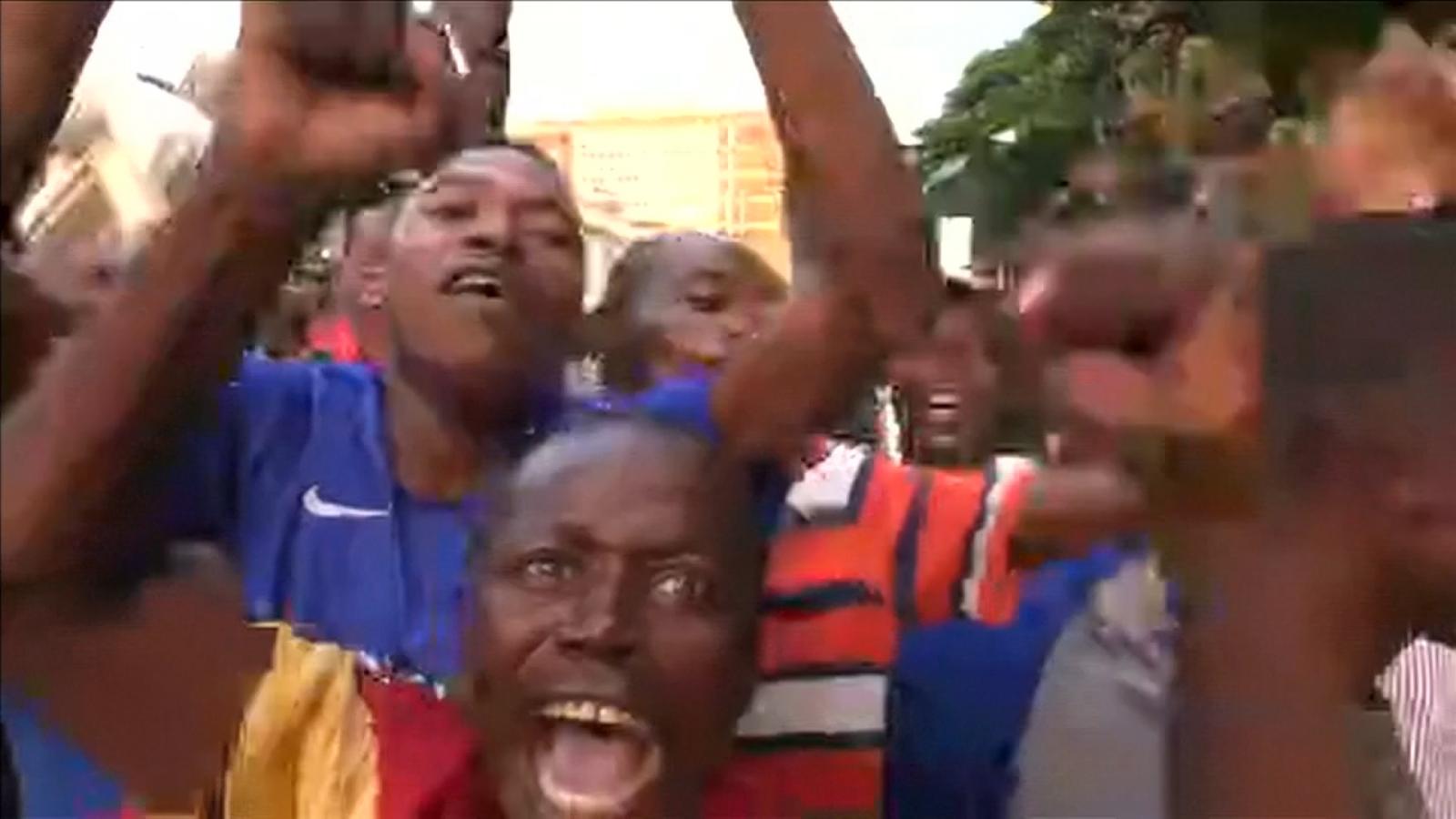 zimbabweans-celebrate-after-president-robert-mugabe-resigns