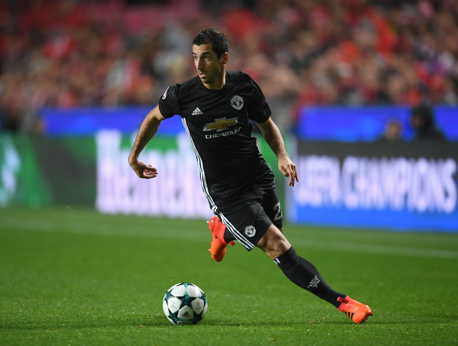 Ferdinand explains why Mourinho has had to axe Mkhitaryan