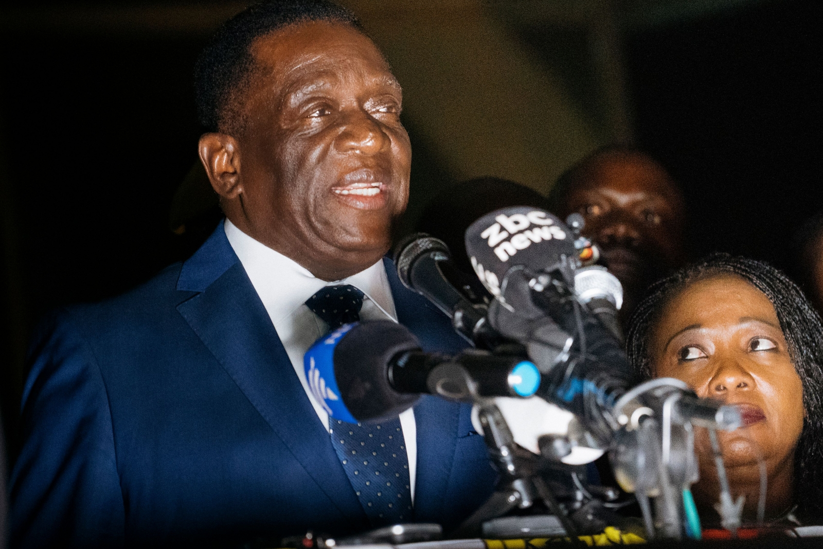 Zimbabwes New President Emmerson Mnangagwa Cheered As He Returns To Country