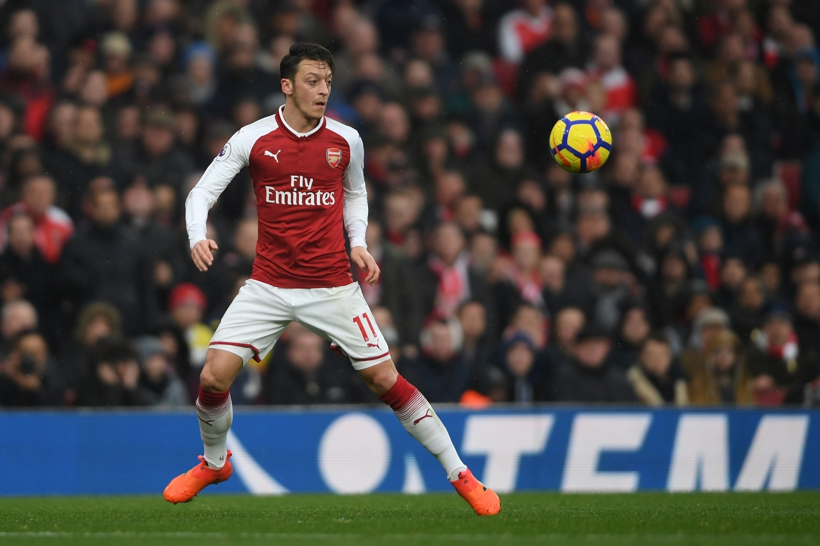 Arsenal tell Barcelona how much they want for Mesut Ozil
