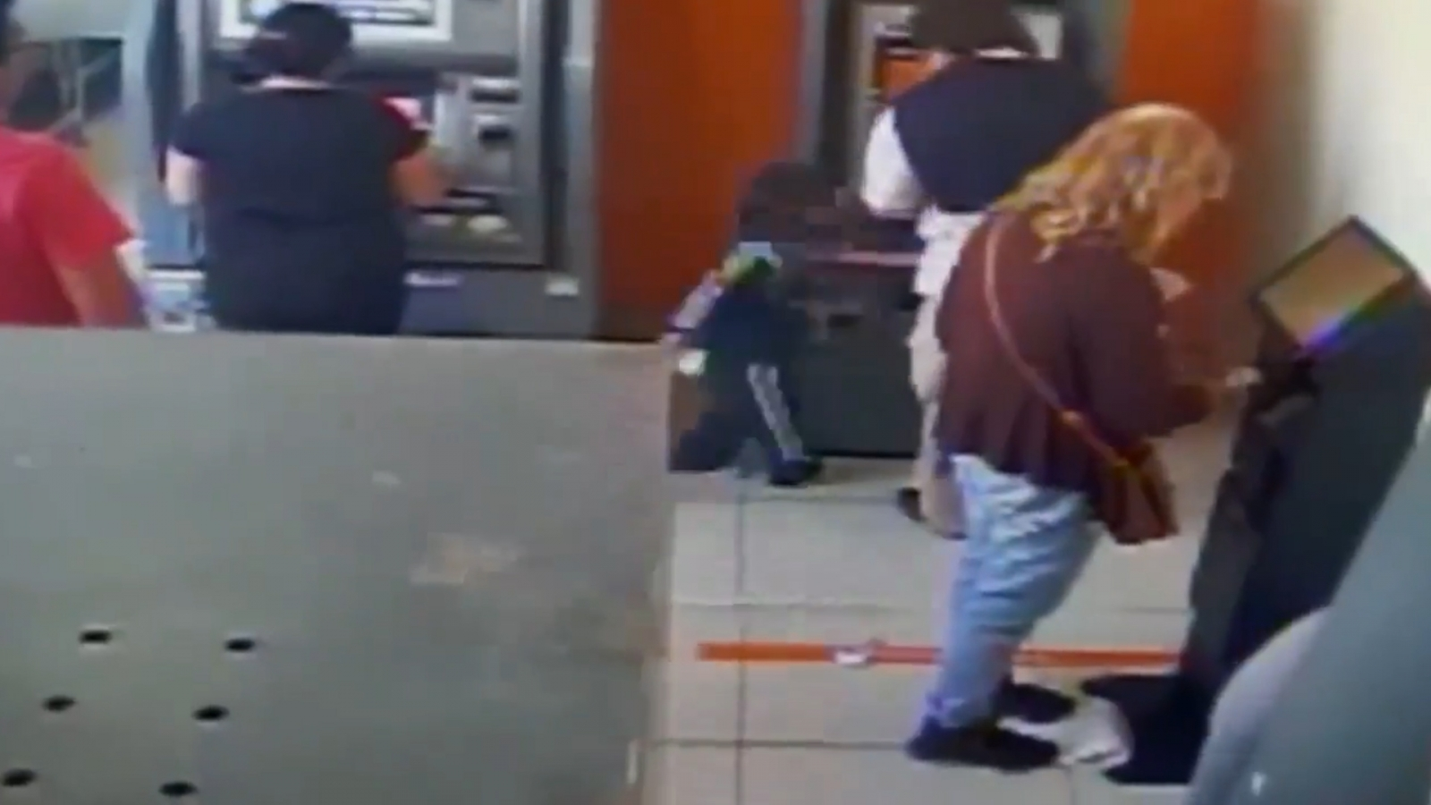 four-year-old-swipes-cash-straight-from-under-atm-users-nose