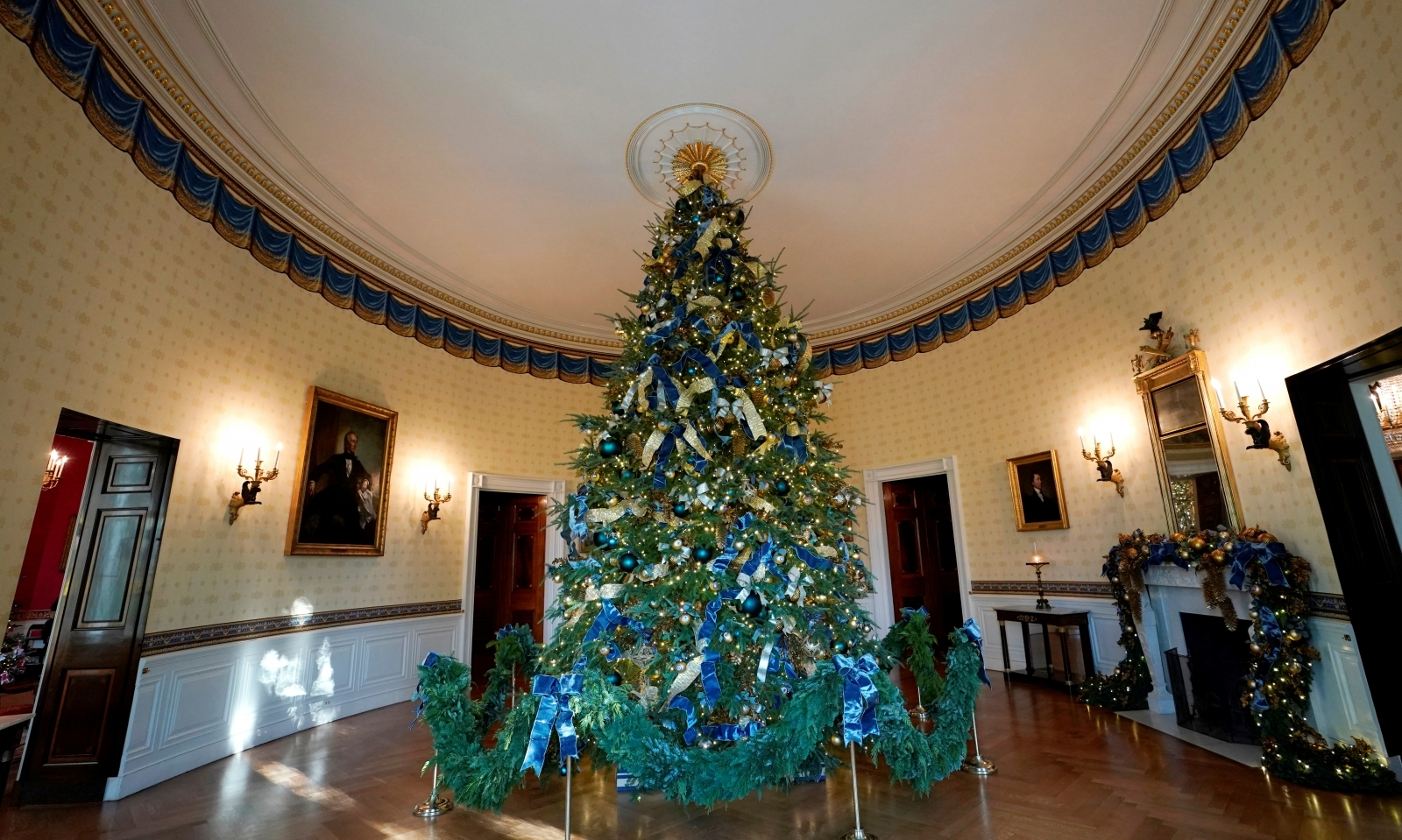 White House Christmas Decorations Personally Chosen By