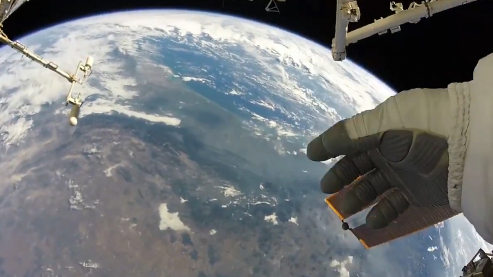 nasa-astronaut-takes-in-earths-beauty-from-space