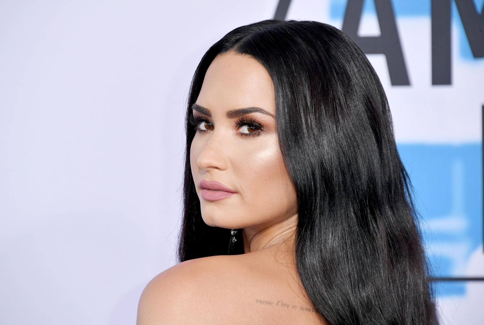 Demi Lovato sets pulses racing in eye-popping swimsuit ...