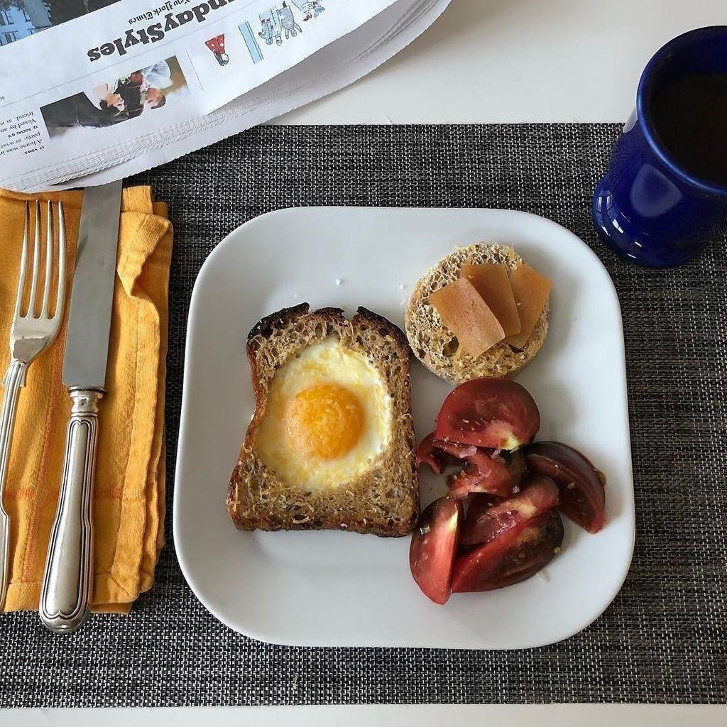 Bread baked eggs