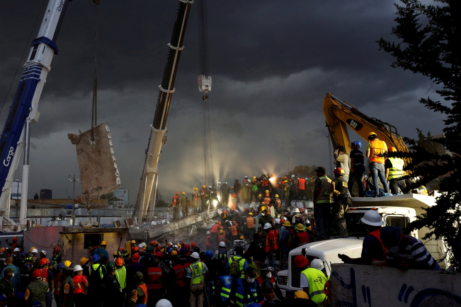 Reuters stories behind the news photos 2017