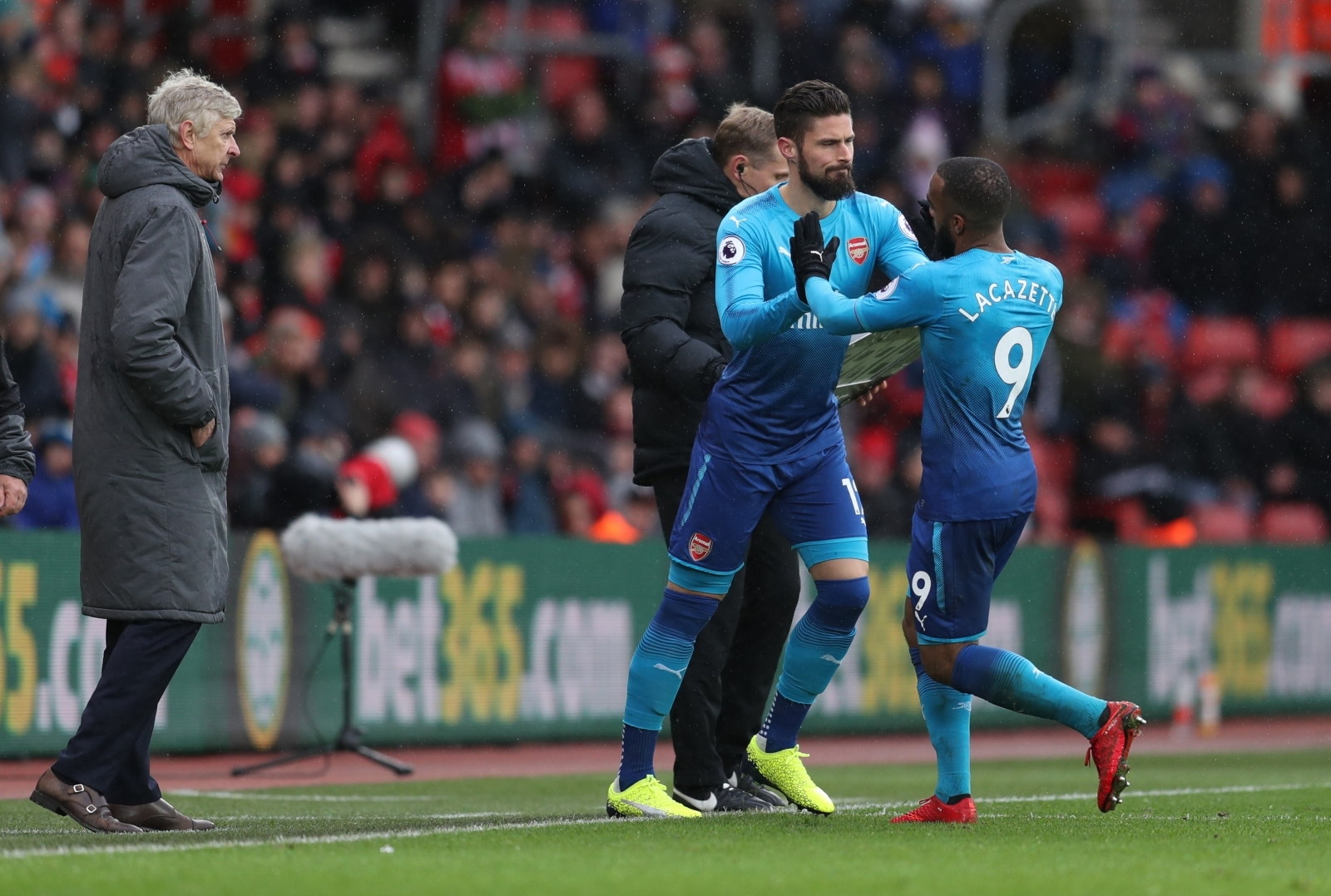 Wenger happy with Arsenal but anxious about Giroud