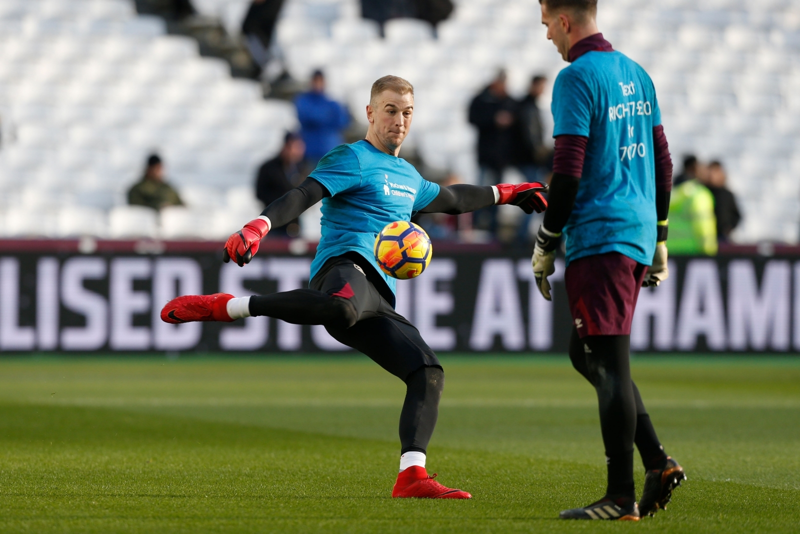 West Ham assistant Psycho backs goalkeeper battle