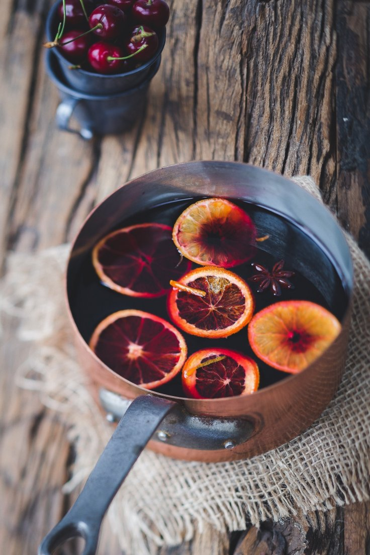 Mulled wine and orange slices