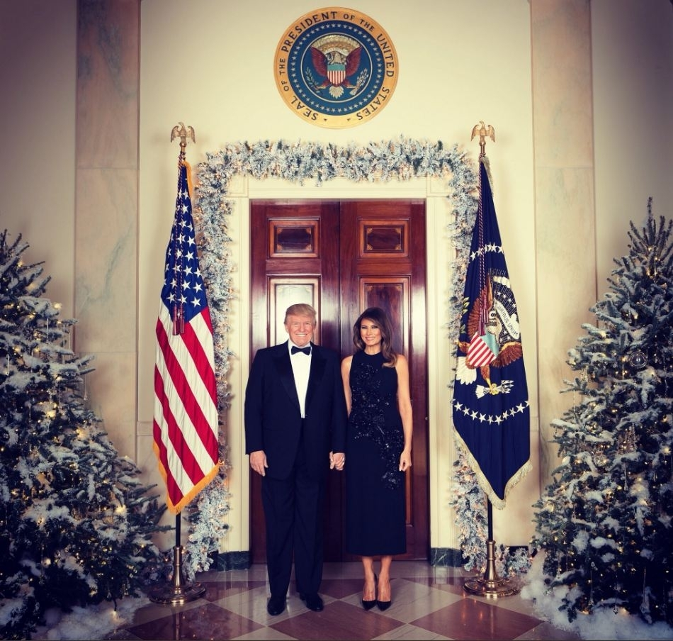 Melania Trump White House Christmas Decorations >> 'Where is Barron?' Donald Trump and Melania taunted for leaving son out of Christmas photo