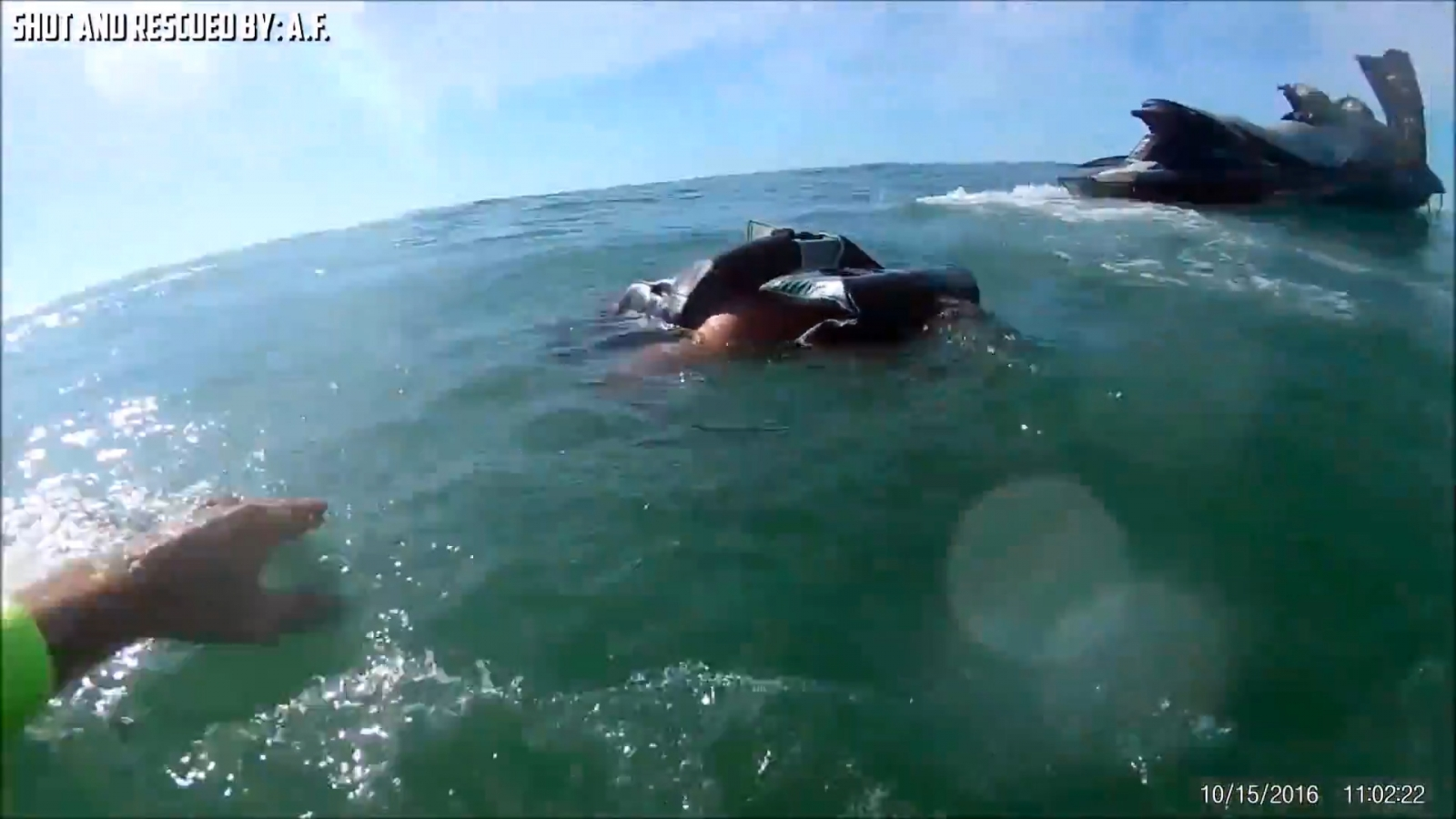 Dramatic video shows off-duty policeman rescue man thrown from jet ski