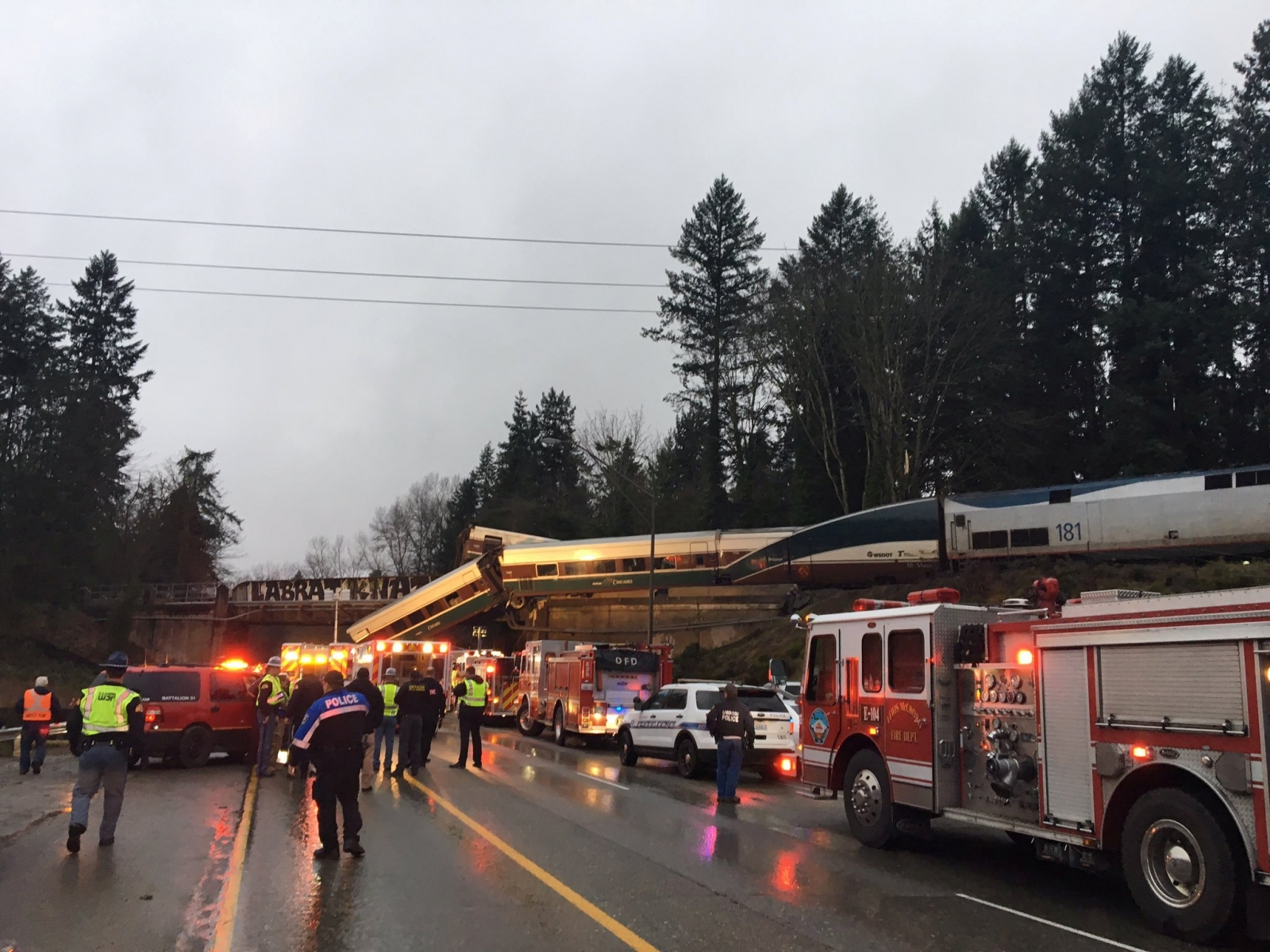 Washington train crash derail