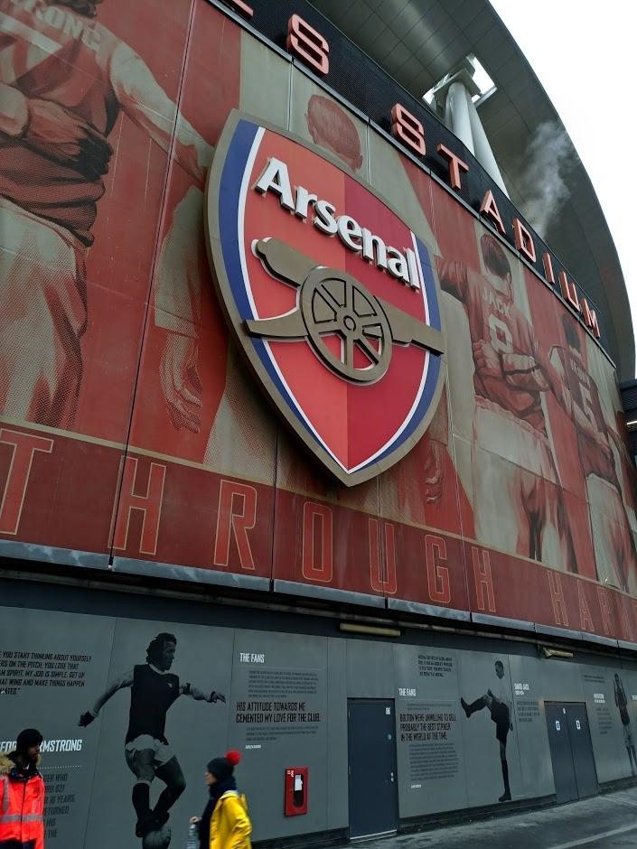 Asus shooting Arsenal logo