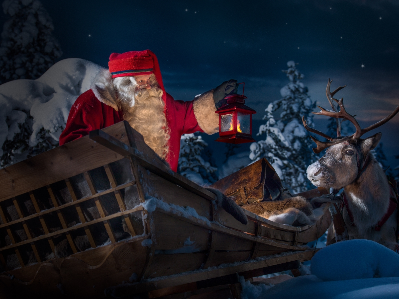 Santa Tracker: Follow Mr. Claus on his journey to our city!