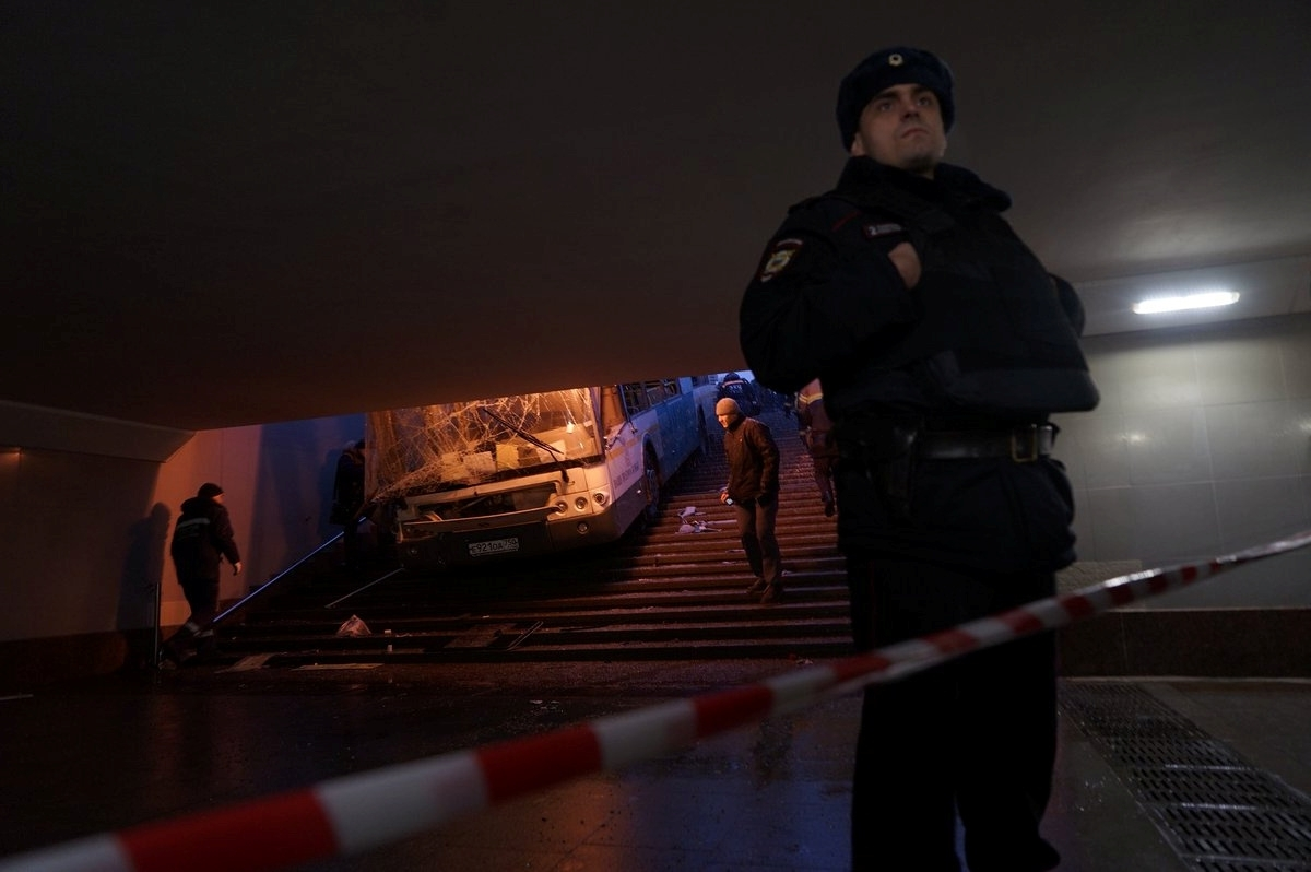 Bus drives into pedestrian underpass in Moscow, kills at least 4 - agencies