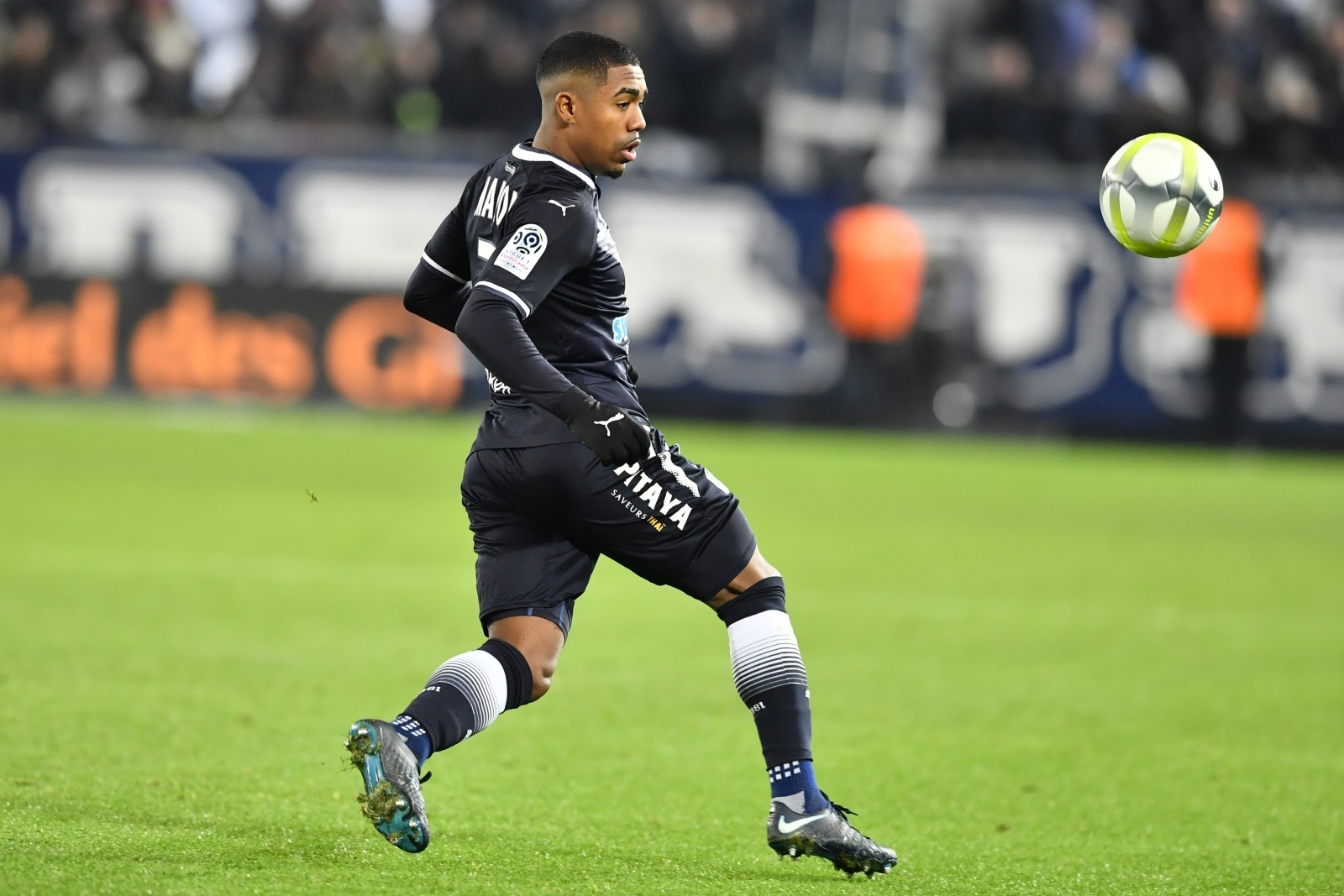 Manchester United begin talks with Bordeaux over Brazilian starlet Malcom