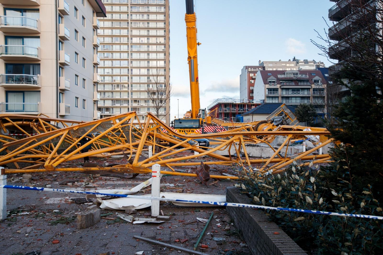 Fallen crane in Niewpoort