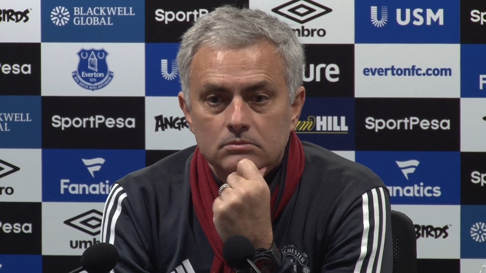 mourinho-challenges-paul-scholes-to-be-as-successful-as-him-if-he-becomes-manager