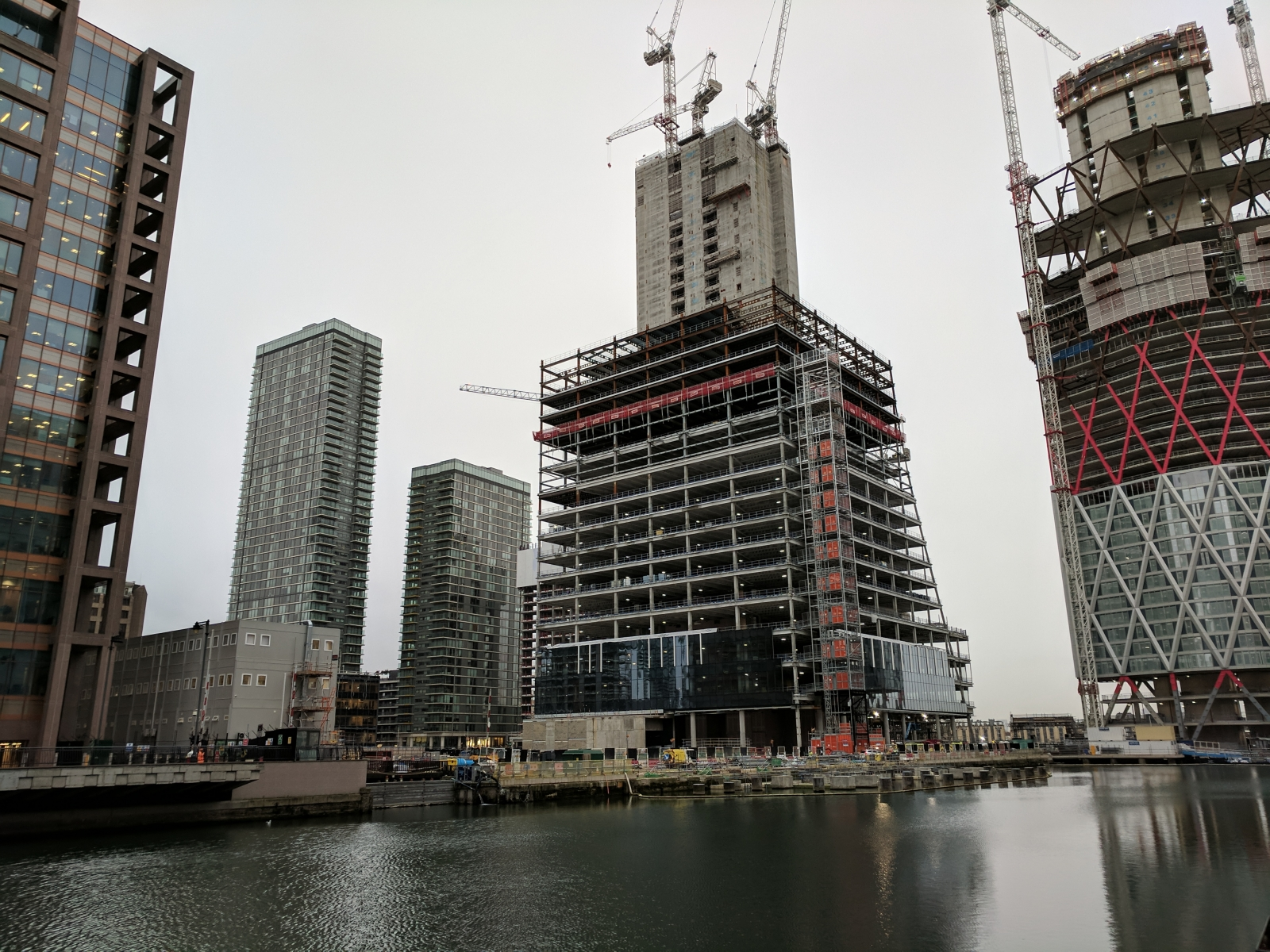 Man falls 50ft to death at Canary Wharf building site