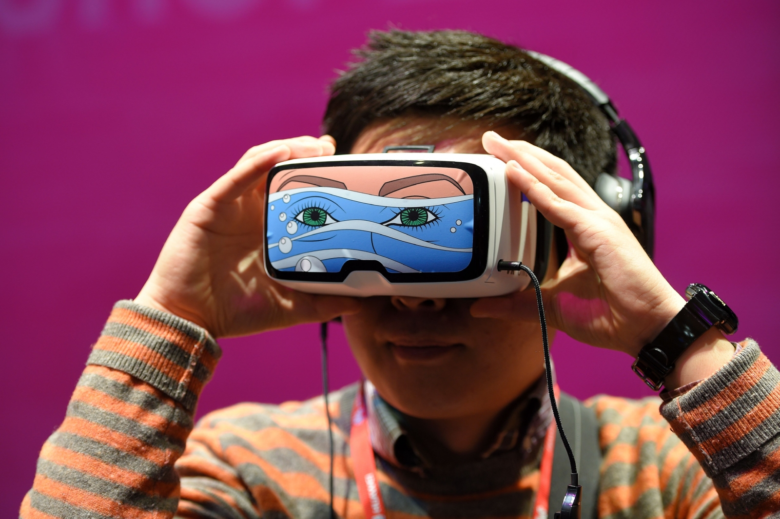 A child uses VR headset