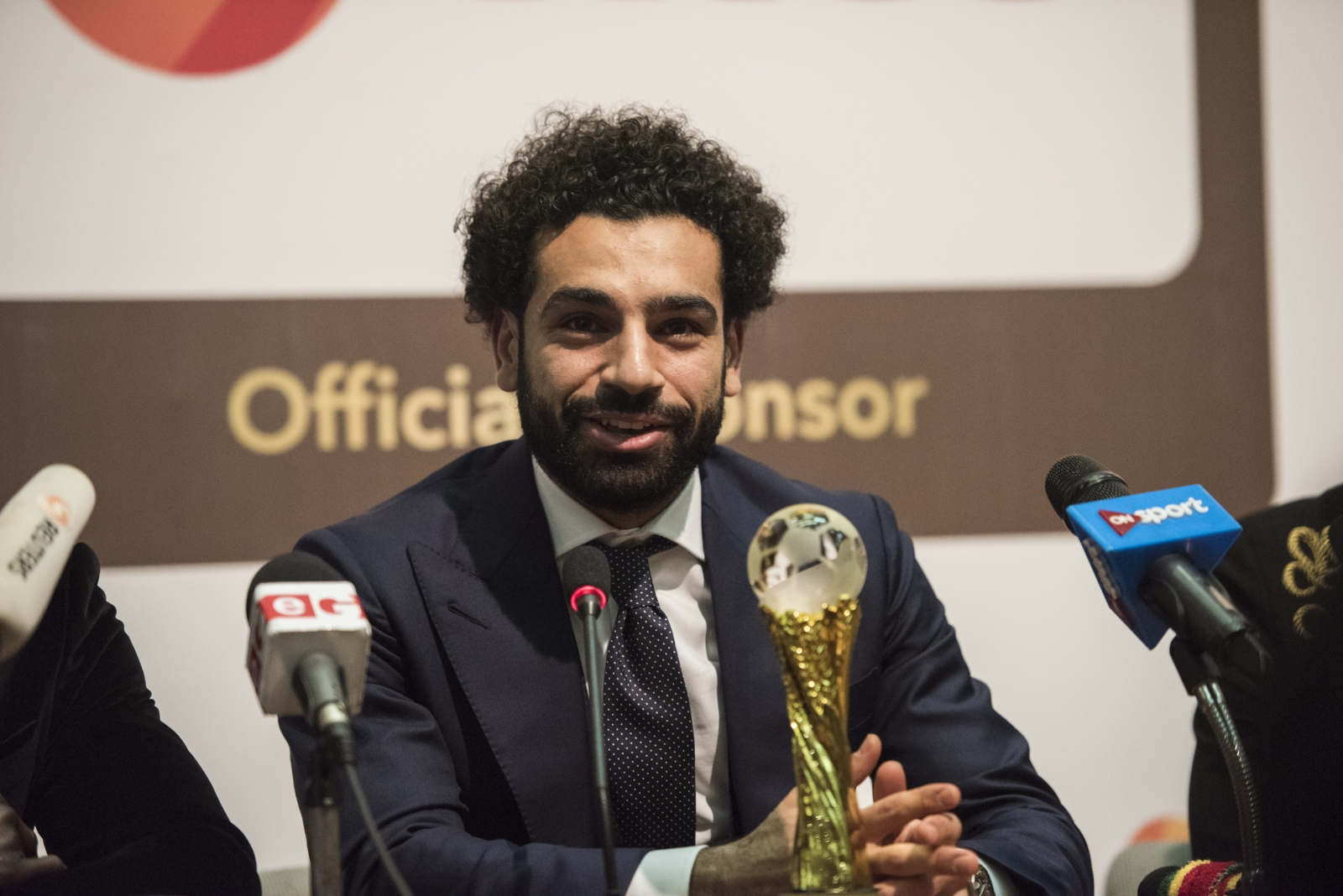 Mo Salah wins the 2017 African best player award
